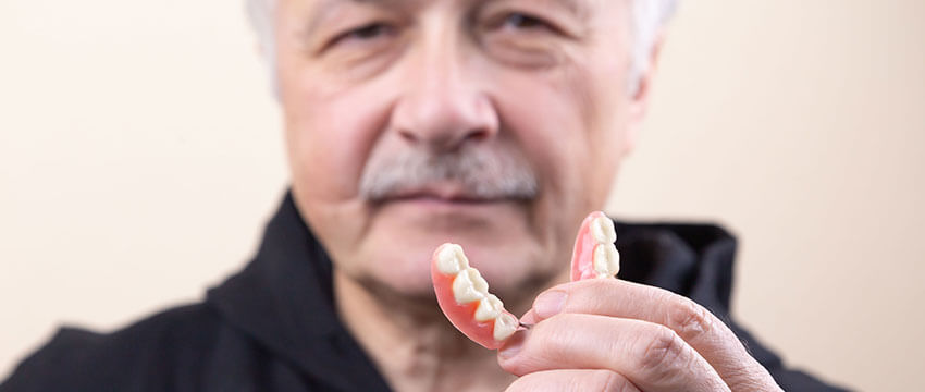Getting Used To Dentures – This Is What You Need to Know